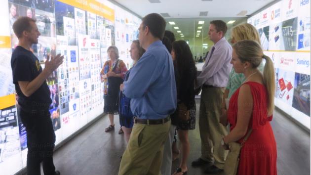 美國梅雷迪思大學商學院13名學者來訪東道
